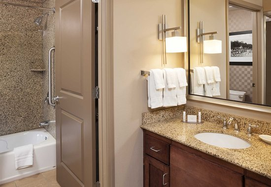 Plymouth, MN: Guest Bathroom
