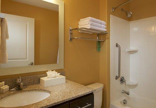 Jacksonville, NC: Standard Bathroom
