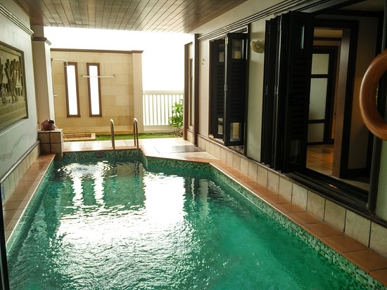 Sky pool villa private swimming pool with garden for Garden pool grand lexis