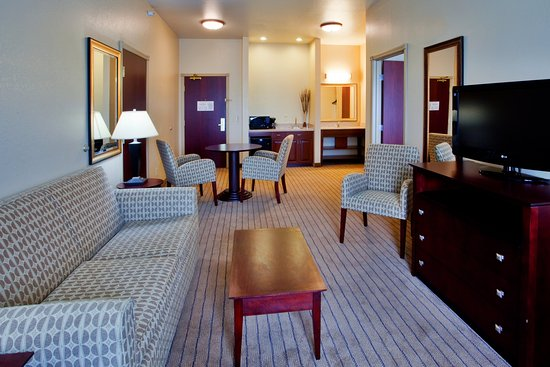 Exmore, VA: Relax in the comfort of living room in two room Suite