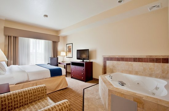 Exmore, VA: Relax in our King Whirlpool Suites
