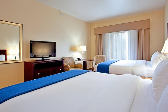 Exmore, VA: Relax with you family in our comfortable 2 Queen Bed Guest Room