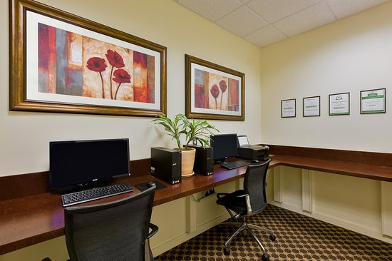 Atascadero, Kalifornien: Print documents or check email in our Business Center