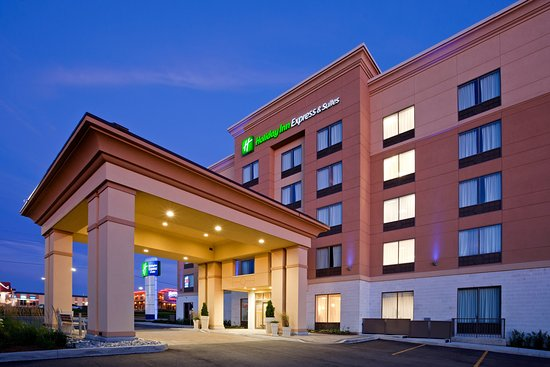 Holiday Inn Express Hotel & Suites Woodstock: Hotel Exterior