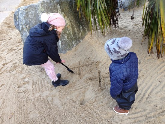 Diana Princess of Wales Memorial Playground: We made an easy treasure hunt for the kids.