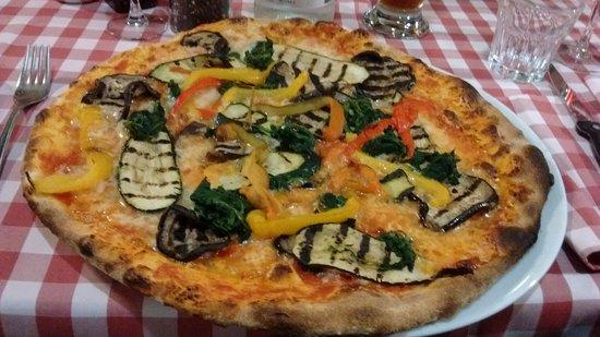 Germignaga, Italia: pizza con verdure