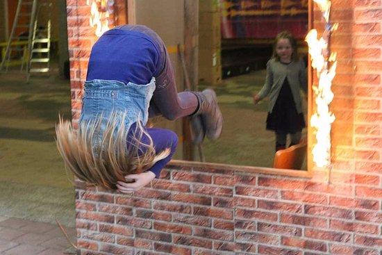 Raalte, The Netherlands: Stunt door branden raam