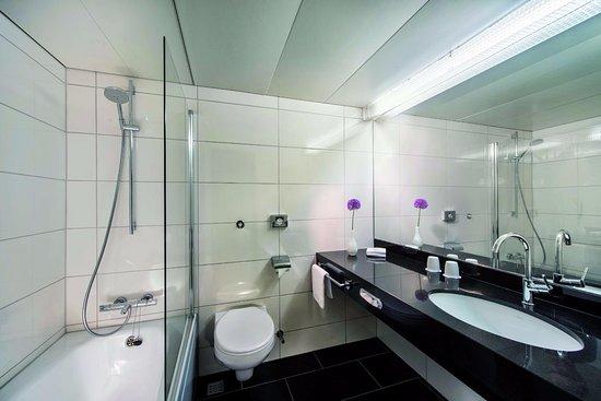 Badezimmer - Bild von Maritim Hotel Bellevue Kiel, Kiel - TripAdvisor