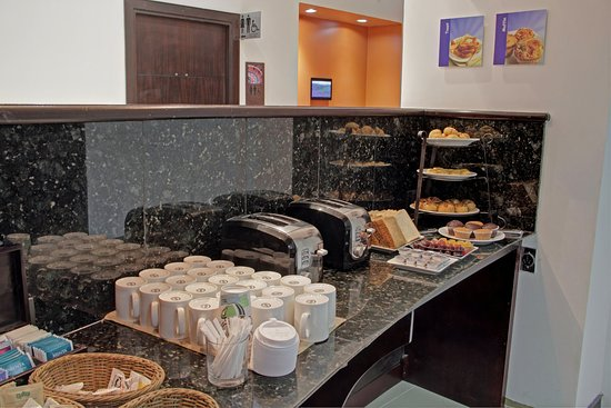 Holiday Inn Express San Jose Forum: Breakfast Bar
