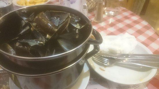 Saint-Dizier, Francia: Une excellente recette ces moules à l'italienne. Nous nous sommes réglées,  jusqu'à saucer!!! Ac