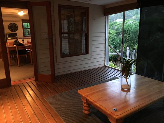 Wilderness, แอฟริกาใต้: Entrance and first lounge, view to the kitchen
