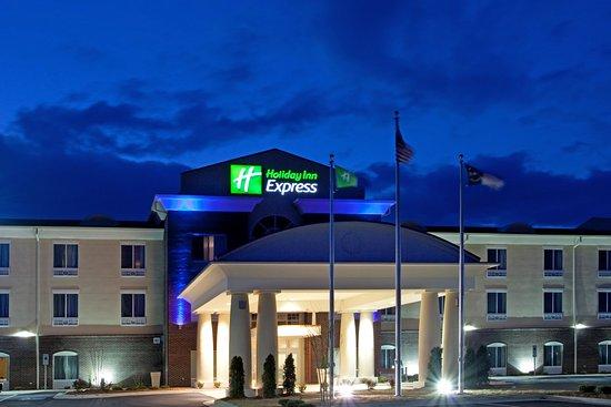 Pembroke, NC: Hotel Exterior
