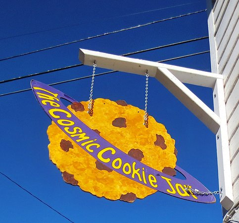 Shelburne Falls, MA: Definitely worth a trip to Cosmic Cookie Jar