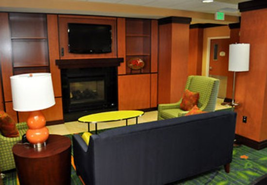 Fairfield Inn & Suites Seattle Bremerton: Lounge