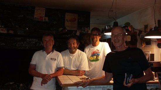 Tremolat, France: Devant la cheminée avec le patron (La barbe la Plus fournie !)