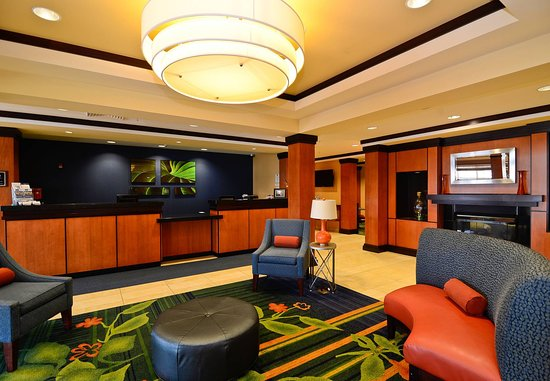 Fairfield Inn & Suites New Bedford: Front Desk