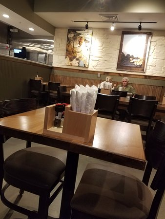 Daphne, AL: tables in the seating area