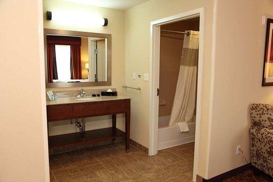 Bastrop, Teksas: Suite Bathroom
