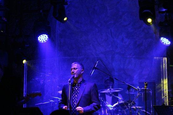 Rogmes Live Music: ещё один певец