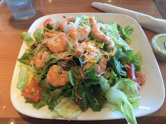 Bay St Louis, MS: Grilled shrimp salad, no skimping here!