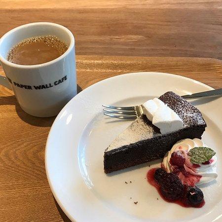 Kunitachi, ญี่ปุ่น: チョコレートケーキとコーヒー