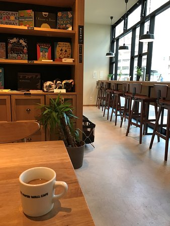 Kunitachi, ญี่ปุ่น: 店内の本棚