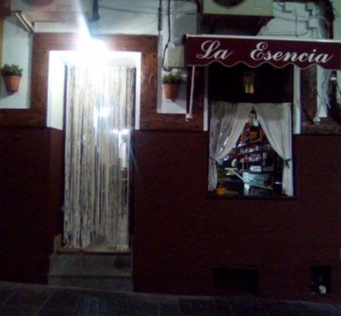 Taska La Esencia de noche