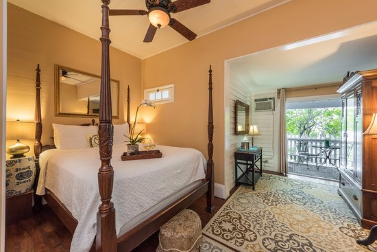 Old Town Manor: Anniversary Room