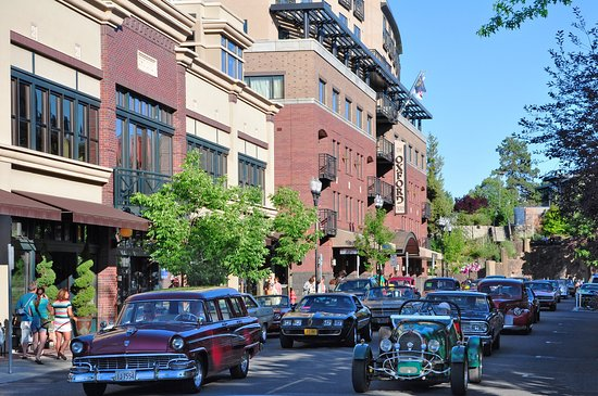 The Oxford Hotel: Exterior With Oldtimer Cars