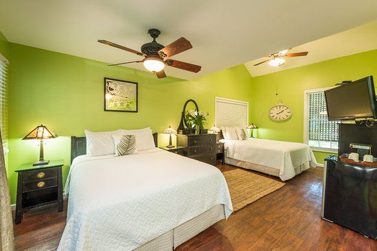 Old Town Manor: Our Courtyard room offers two queen sized beds and a private patio on the first floor.