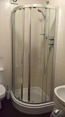 Abridge, UK: Shower