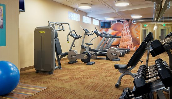 Del Mar, CA: Keep your fitness routine in our 24hr fitness center