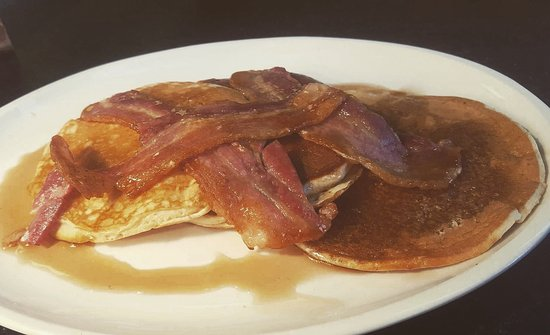 Herstmonceux, UK: Bacon and maple syrup american pancake