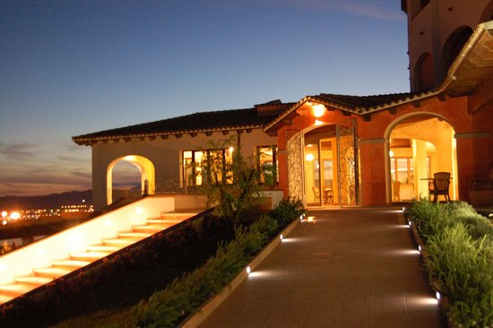 Alessandro Hotel: Night view over the gulf