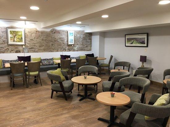 Thornbury, UK: Comfy Coffee Shop room