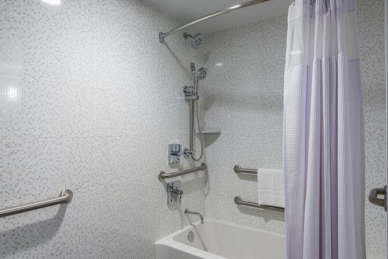 Plainsboro, Nueva Jersey: Bathroom with Tub