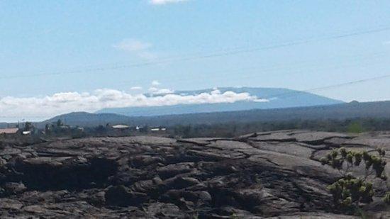 Puerto Villamil, الإكوادور: Cerro Azul, visto desde Puerto Villamil
