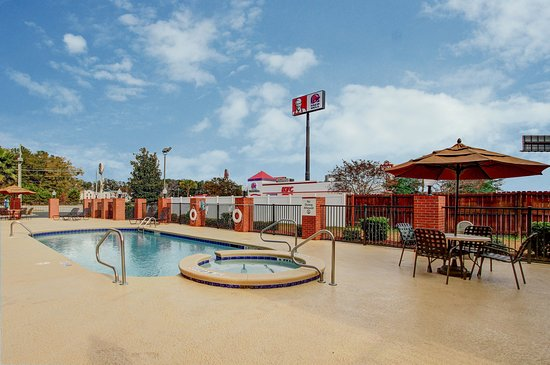 Richmond hill pictures traveler photos of richmond hill - Centennial swimming pool richmond hill ...