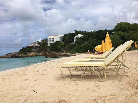 West End Village, Anguilla: Beach Service