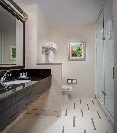Hutchinson, KS: Guest Bathroom