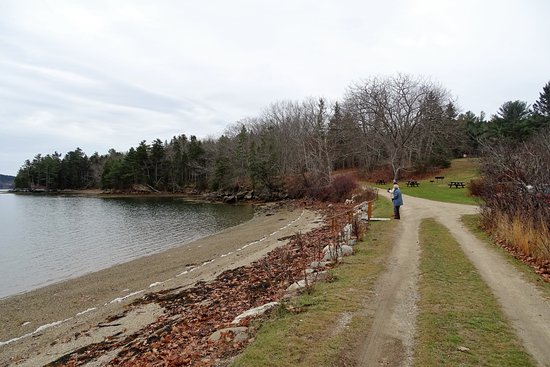 Brooksville, ME: Nice beach and picnic area