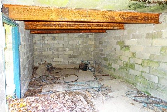 Brooksville, Мэн: Inside of the root cellar