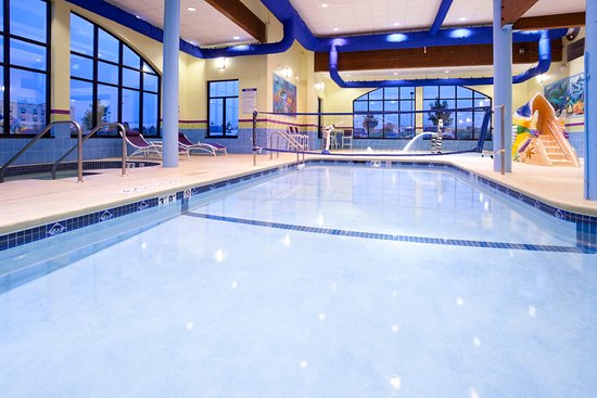 Rogers, MN: The activity pool is perfect for laps or playing with friends.