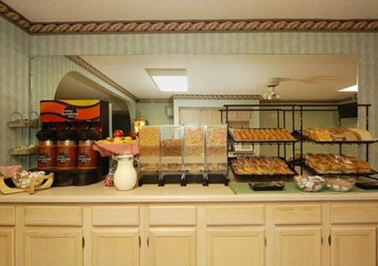 Oakwood, GA: Free continental breakfast