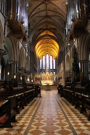 Worcester, UK: Nave in cathedral