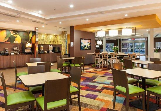 เวอร์นอน, แคนาดา: Breakfast Dining Area