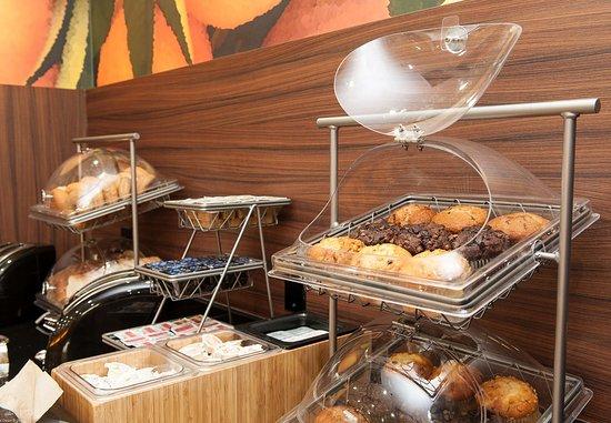 เวอร์นอน, แคนาดา: Breakfast Buffet – Muffins