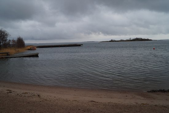Brando, Finlande : Beach and yacht bouys (no elctricity or water)