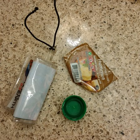 Lethbridge, Καναδάς: Garbage around the room on the floor found when I checked in