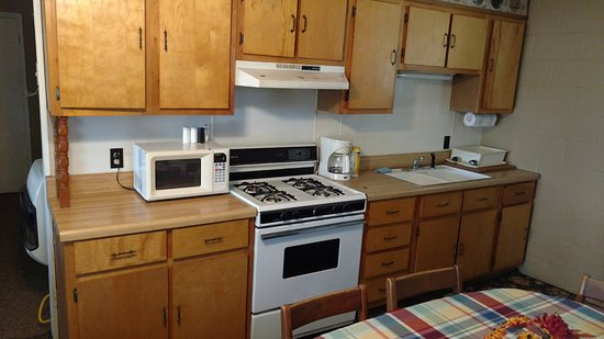 Tiptonville, TN: kitchen in one of cabins at Blue Basin Cove Lodge